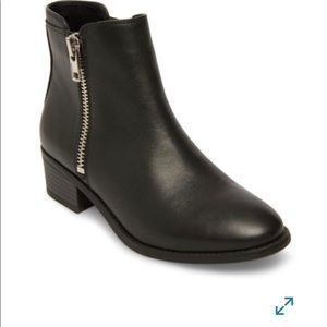 Steve Madden True Zip Leather Ankle Bootie 9.5